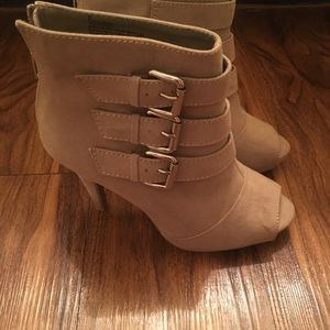 express ankle boots  size 6 perfect condition